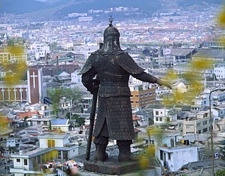 Mokpo - To commemorate his role in the region's history, a statue of Admiral Yi Sun-sin now stands guard over Mokpo.