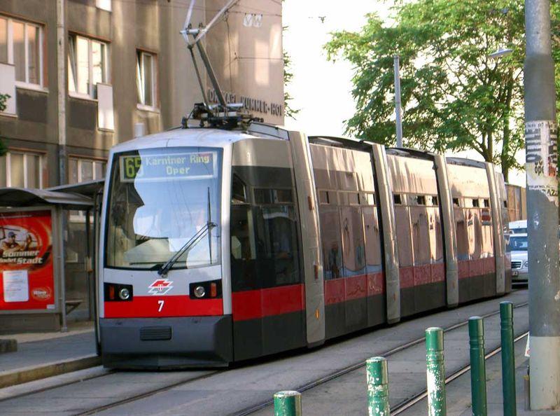 File:Strassenbahn Wien 03.jpg