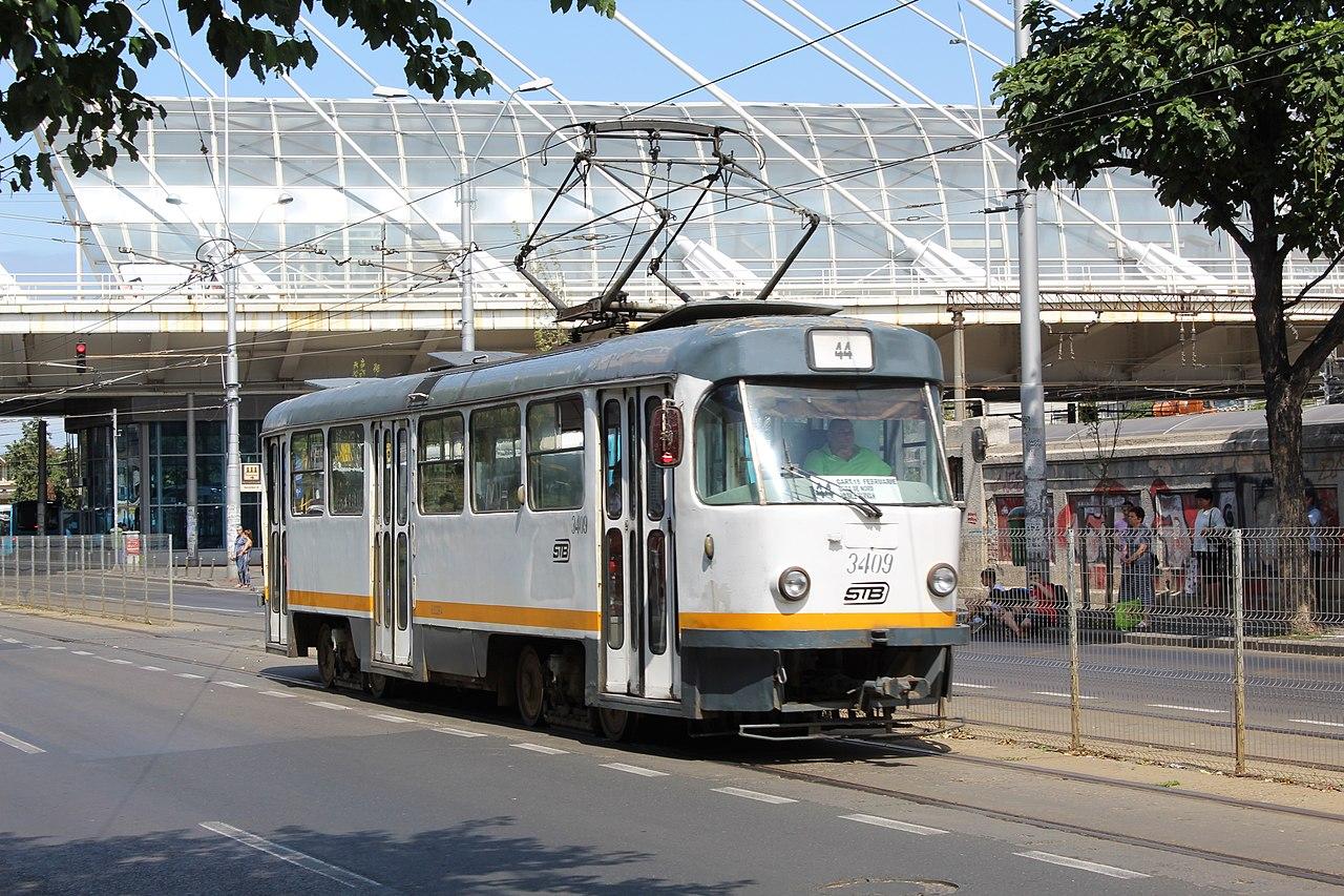 Tramwaj Tatra T4R 3409 na stacji kolejowej Basarab, 16 sierpnia 2019 r