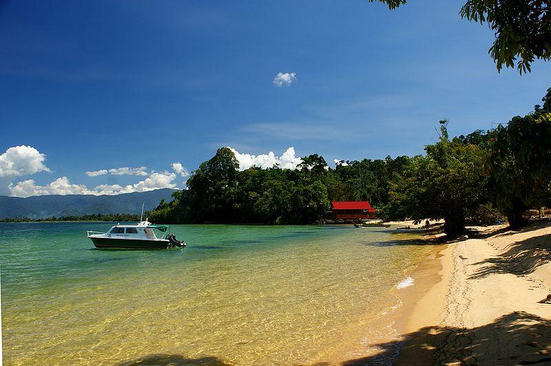 Pemandangan Tempat Wisata Danau Poso