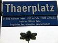 Thaerplatz Straßenschild Legende Dr. med. Albrecht Thaer 1752 in Celle 1828 in Möglin, lebte bis 1804 in Celle. Begründer der rationellen Landwirtschaft.jpg