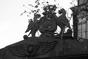 The Howff - The stone crest over the western entrance, The Howff, Dundee
