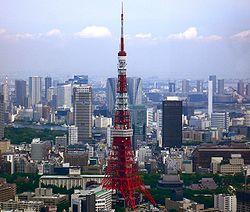 Turo de Tokio kaj ĉirkaŭ Skyscrapers.jpg