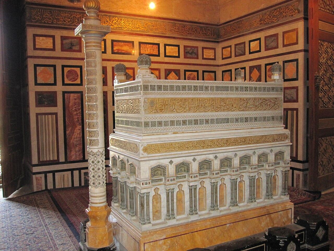 1- صفة القبر الشرعي 1280px-Tomb_of_Fuad_I