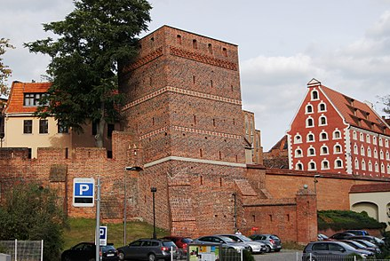 City walls and the Leaning Tower Torun, Krzywa Wieza (OLA Z.).JPG