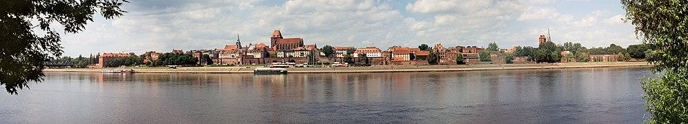 Panorama over Toruńs centrum fra Wisłas venstre strand.