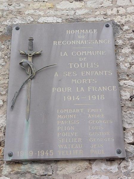 Toulis-et-Attencourt (Aisne) église, extérieur plaque mon.aux morts
