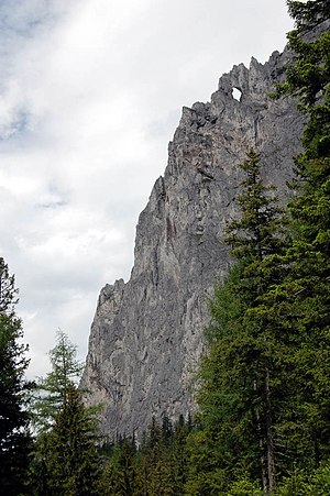 Messnerin - West ridge of Messnerin with the rock window