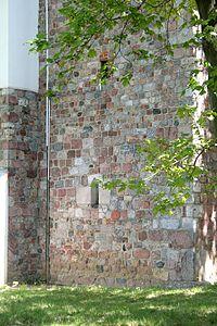 Trzemeszno bazylika mur romanski