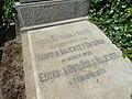 Tumba de José Ontañón Arias y familia, cementerio civil de Madrid, detalle.jpg