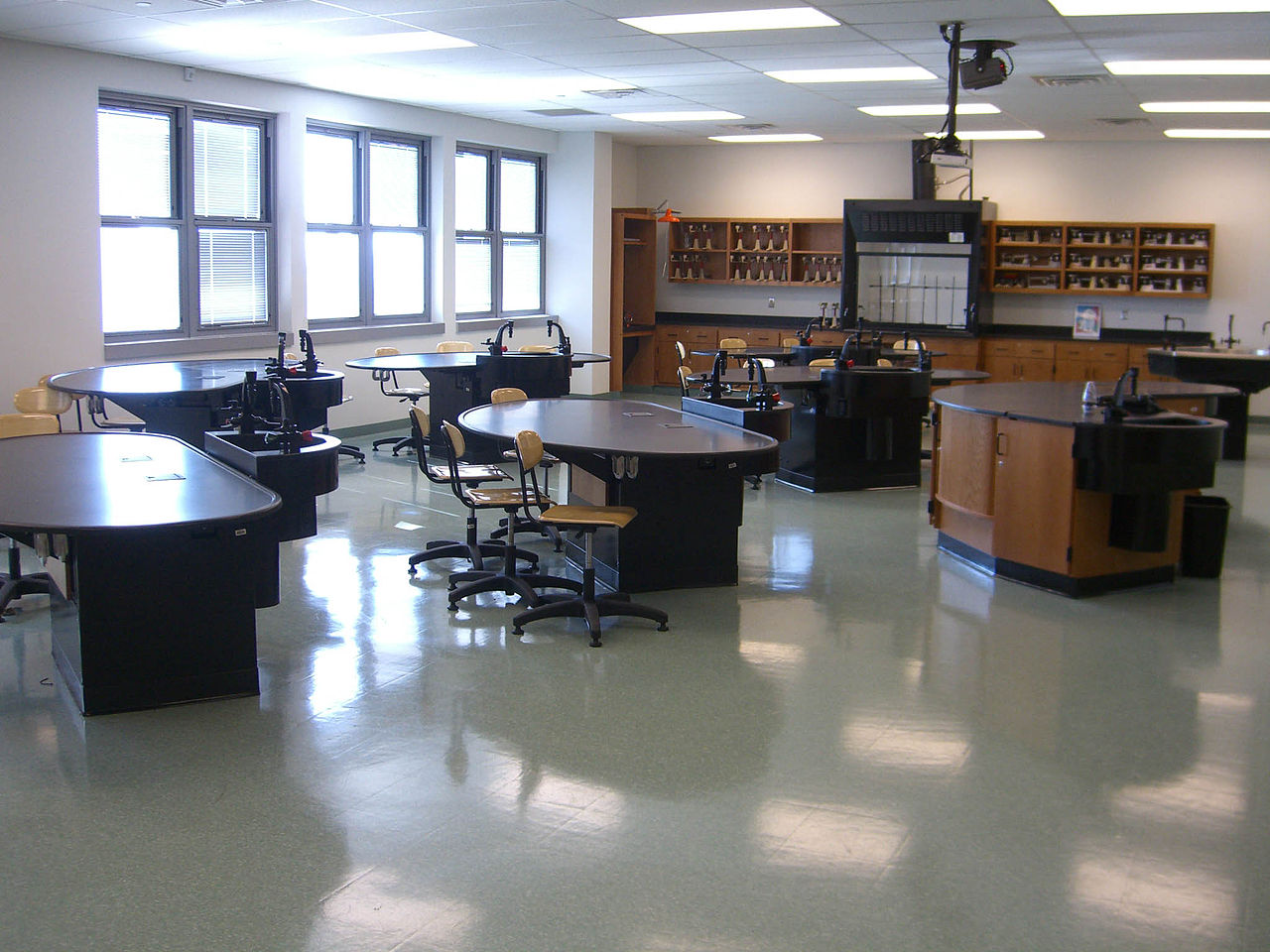 Research On Classroom Design : File uchssciencelab byluiginovi g wikimedia commons