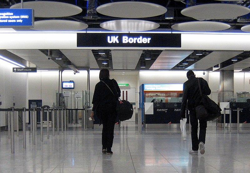 Консерваторы пообещали не пускать в страну европейцев по идентификационым картам после Brexit