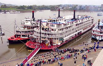 Mississippi Queen (steamboat) - Image: USA Delta & Mississippi Queen 2
