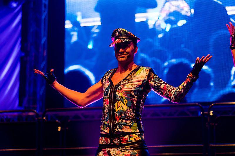 File:Vengaboys - 2016331224338 2016-11-26 Sunshine Live - Die 90er Live on Stage - Sven - 1D X II - 1015 - AK8I6679 mod.jpg