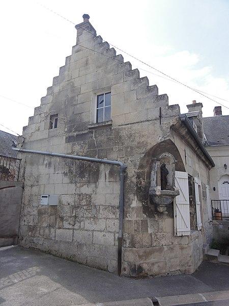Vic-sur-Aisne Pignon à échelons avec niche