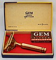 Vintage Gem Junior Single Edge Safety Razor With Metal Handle, The Parade Model, Made In USA, Priced At 39 Cents, Circa 1940s (33482194914).jpg