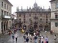 Vista de la Plaza de Platerías, con la Fuente de los Caballos en el centro de la fotografía.JPG