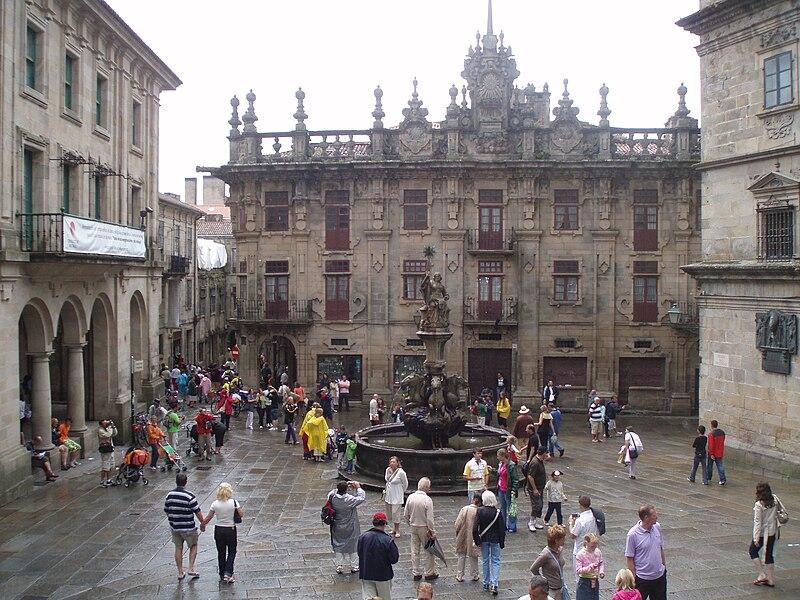 Rikcha:Vista de la Plaza de Platerías, con la Fuente de los Caballos en el centro de la fotografía.JPG