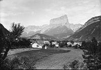 Vue générale de Clelles, Mont Aguille.jpg