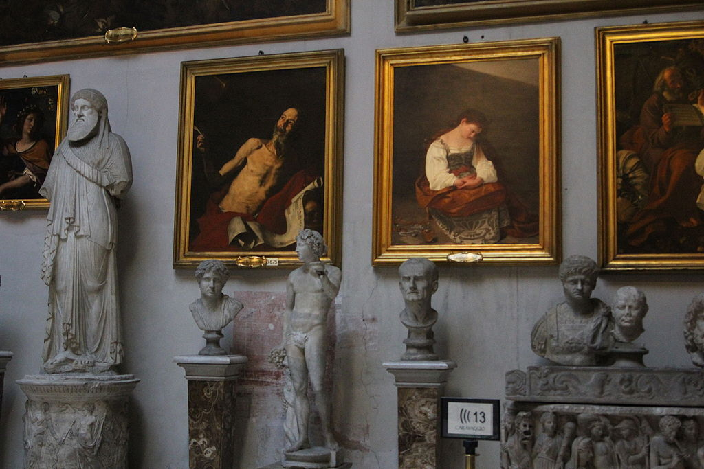 > Vue de l'une des salles de la Galerie Doria Pamphilj, avec notamment le Saint Jérôme de José de Ribera et la Marie-Madeleine repentante du Caravage – Photo de Founzy.