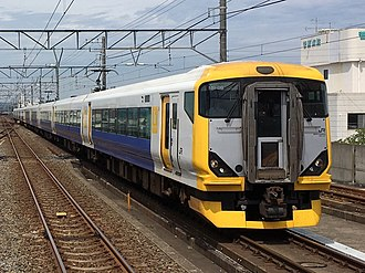 Wakashio - A pair of E257-500 series EMUs on a Wakashio service in August 2017