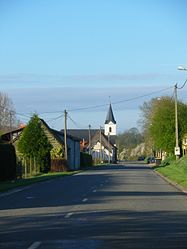 The main road of Warlincourt-lès-Pas