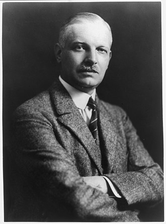 Wilhelm Cuno - Image: Wilhelm Cuno, 1876 1933, half length portrait, facing right LCCN2005680053