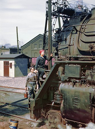 """Wiper (occupation) - Women wipers of the Chicago and North Western Railroad cleaning one of the giant """"H"""" class locomotives, Clinton, Iowa, 1943"""