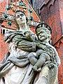 Wrocław, Ostrów Tumski statua Matki Boskiej z Dzieciątkiem(3).jpg