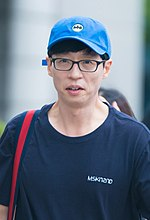 Yoo Jae Suk going to work at Happy Together on August 19, 2017 (2).jpg