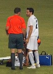 Zambrotta discute con l'arbitro Vink durante la trasferta di Cipro del 2008