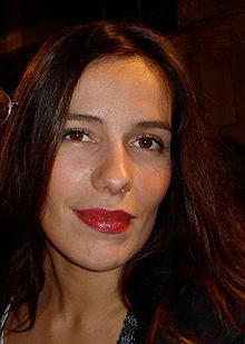 Bienvenue chez les ch 39 tis wikip dia for Zoe dujardin