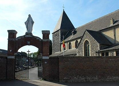 Église Saint-Lambert de Lixhe - vue devant l'entrée du cimetière.JPG