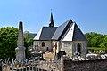 Église Saint-Pierre et monument aux morts de Manneville-la-Pipard.jpg