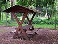 Überdachte Sitzgelegenheit Juni 2012 Wildpark Alte Fasanerie.JPG