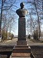 Бюст дважды героя Советского Союза П.И. Батова, набережная Волжская, Рыбинск, Ярославская область копия.jpg