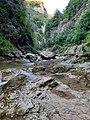 Гуамское ущелье возле реки.jpg