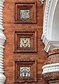 Детали отделки фасада часовни Александра Невского в Ярославле с традиционными изразцами.jpg