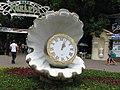 """Часы у входа в парк """"Ривьера"""" - panoramio.jpg"""