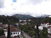 0003 Vistas de Petrópolis (estado do Rio de Janeiro, Brasil) tiradas da Catedral.JPG