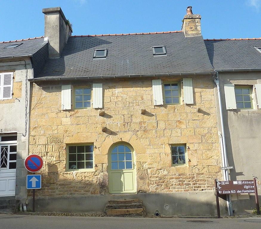 File 021 daoulas maison ancienne en pierre de wikimedia commons for Photos maisons anciennes
