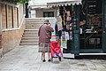 0 Venise, cliente de l'aubette de la Calle Larga Widmann (2).JPG