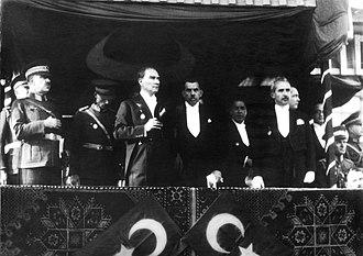 Fevzi Çakmak - Mustafa Kemal's 1933 speech at the 10th anniversary of the Republic of Turkey, left to right: Chief of General Staff Mareşal Fevzi (Çakmak), President Gazi Mustafa Kemal (Atatürk), Speaker of the Grand National Assembly Kâzım Köprülü (Özalp), Prime Minister İsmet (İnönü)