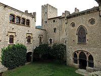 128 Castell de Santa Florentina (Canet de Mar), pati d'armes, angle nord-est.JPG