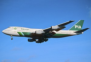 158dv - PIA Pakistan International Airlines Boeing 747-200 (M), AP-BAT@LHR,27.10.2001 - Flickr - Aero Icarus.jpg