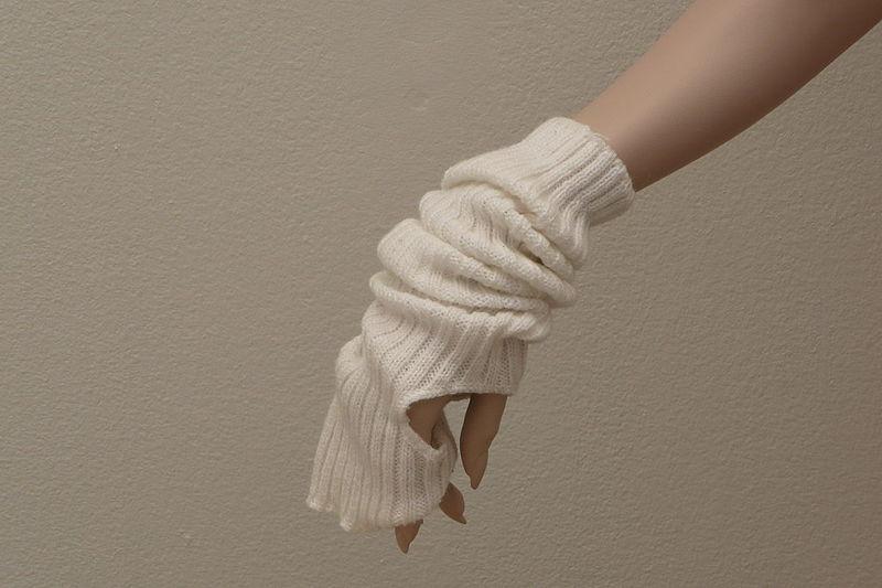 File:15 Years Marlies Dekkers - hand warmer.jpg