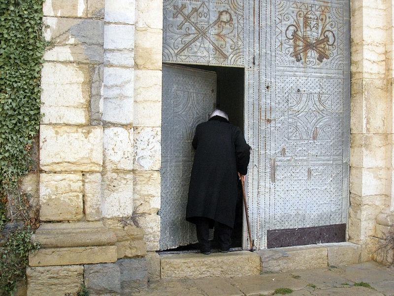 File:17 Iaia entrant a l'església de l'Assumpció.jpg