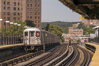 Marble Hill–225th Street (IRT Broadway–Seventh Avenue Line) - Image: 1 Train at Marble Hill
