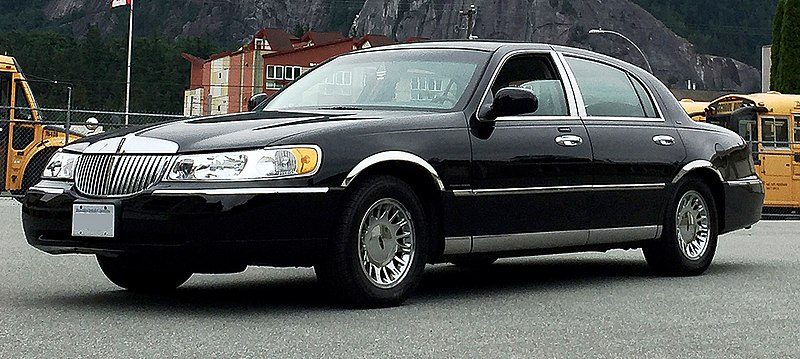 file 2001 lincoln town car wikimedia commons. Black Bedroom Furniture Sets. Home Design Ideas