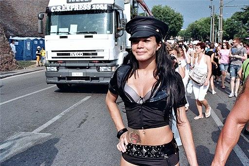 2010-07-02 Gay Pride Roma - Transex Cop 1
